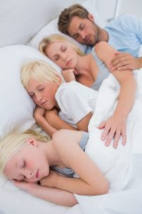 couple-with-sleeping-children